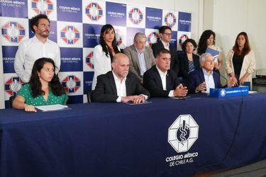 """Partidos políticos se abren a cambiar fecha del plebiscito y respaldan propuesta del Colegio Médico de enfrentar con """"unidad"""" el coronavirus"""