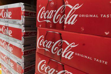 Ventas de Coca-Cola superan expectativas ante desconfinamientos y empresa eleva estimaciones para este año
