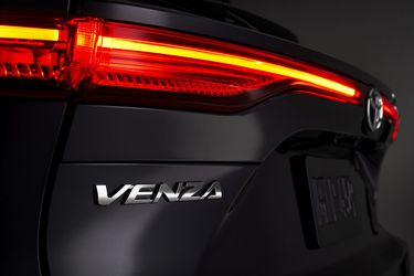 Toyota, fiel a sus principios: su nuevo SUV para Norteamérica llega solo con mecánica híbrida