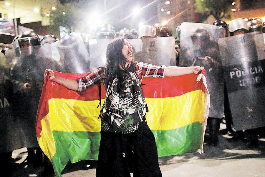 Supporters-of-Bolivian-presidential-candidate-Mesa-protest-in-La-Paz-(47105493)