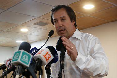 Ministro Palacios pone paños fríos a incremento del dólar y dice que lo preocupante son las alzas permanentes