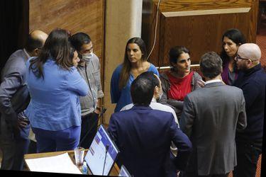 Legislación exprés: Las críticas cruzadas tras el veto a la prórroga de los permisos de circulación