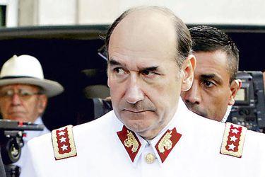 Fraude en el Ejército: Rutherford procesa a Fuente-Alba por usar avión institucional para viajes personales