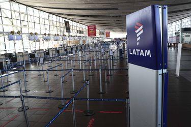 Justicia suspende demanda colectiva de Conadecus contra Latam Airlines por cancelación de vuelos