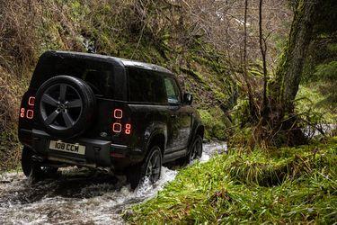 Planes Land Rover: Un 'baby' Defender, no; pero una camioneta y un Defender más luxury, sí