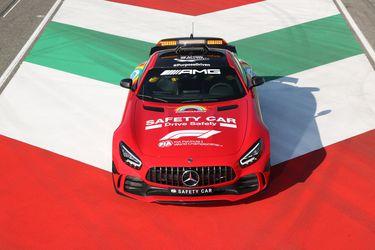 Mercedes-AMG viste de 'rosso' el safety car para sumarse a las celebraciones en las mil carreras de Ferrari