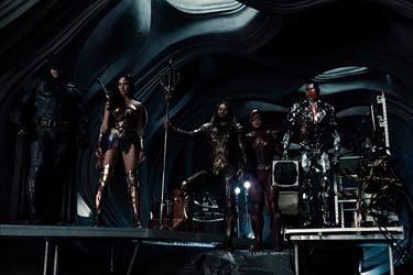 """Zack Snyder siente que """"Warner Bros ha sido agresivamente anti-Snyder"""""""