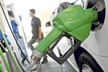 Bencinas anotan mayor baja desde noviembre de 2014 por cambio en Mepco