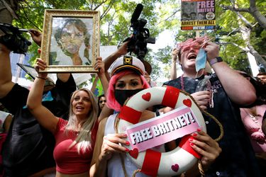 Britney Spears y nuevo abogado presentan petición para terminar tutela de su padre