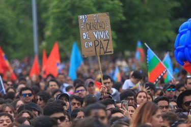 """De Gepe a Francisca Valenzuela: artistas chilenos graban nueva versión de """"El derecho de vivir en paz"""""""
