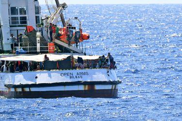 España envía un buque militar para ayudar a migrantes a bordo del buque Open Arms