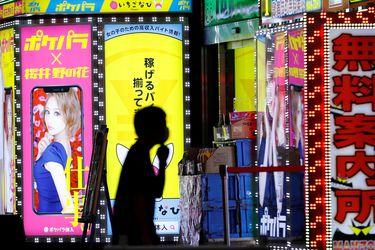 Evitar los besos: La vida nocturna en Tokio establece sus propios protocolos sanitarios
