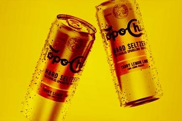 """Con """"Topo Chico"""", Coca-Cola entra al mercado de bebidas alcohólicas en Chile"""