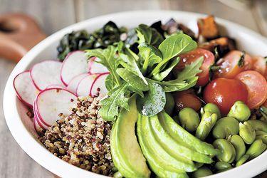 bol-de-quínoa-con-algas-y-verduras