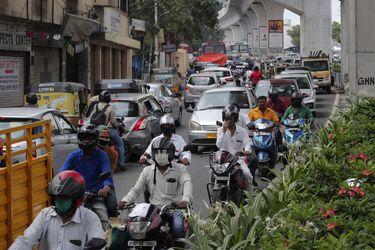 India supera los 2,4 millones de casos de coronavirus tras sumar más de 64.500 en un día