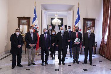 Presidente recibe en La Moneda a representantes de municipalidades del país