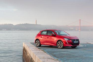 El Peugeot 208 le asesta bofetadas a Tesla y Porsche y se corona como Auto del Año en Europa