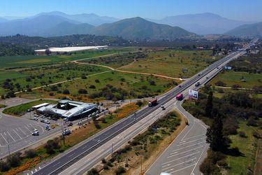 """Se implementan cordones sanitarios en carreteras de la Región Metropolitana y Carabineros llama a evitar salidas: """"Está derechamente prohibido"""""""