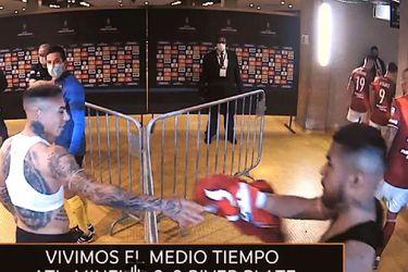 Paulo Díaz se llena de críticas por intercambiar camisetas con Eduardo Vargas en medio de la eliminación de River Plate