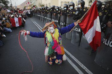 Perú: Crónica de una renuncia anunciada