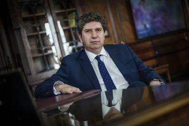 Ministro de Hacienda advierte sobre impacto económico de propuestas tributarias de candidatos de la oposición