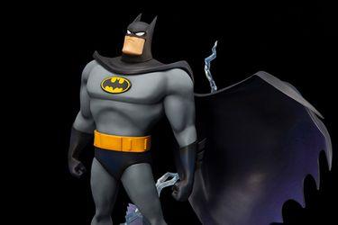 La nueva figura de Kotobukiya inmortaliza la intro de Batman: La serie animada