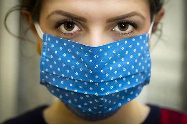 Diseñan mascarilla que desinfecta las gotitas respiratorias exhaladas por el usuario