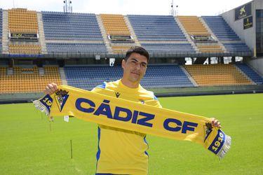 Tomás Alarcón fue presentado este martes como refuerzo del Cádiz para las próximas temporadas.