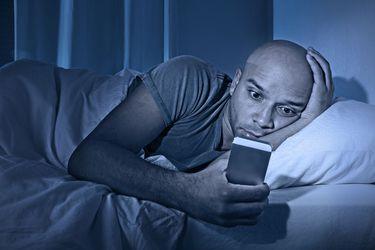 Ruido blanco, pasiflora o apps para monitorear el sueño: ¿realmente mejoran el dormir?