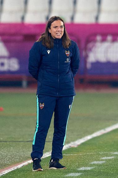 María Pry, nueva entrenadora de Santiago Morning, en su paso por el Levante.