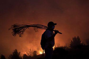 CAUQUENES Combate de incendio durante la noche