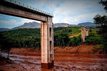 Reanudan labores de búsqueda tras ruptura de represa minera en Brasil: autoridades reportan 300 desaparecidos