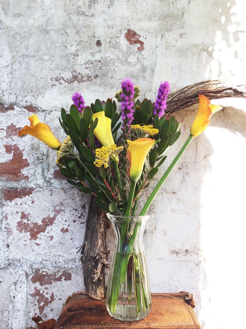 """@tallerestelar Las hermanas Nicole y Marioly pensaron que este año era una buena idea vender flores para el Día de la Madre. """"A ambas siempre nos llamó la atención trabajar con ellas, pero nunca habíamos experimentado y solo confiamos en que podría resultar"""", cuentan. Y con tan buenos resultados que hoy son una florería on line, con despachos a todo Santiago."""