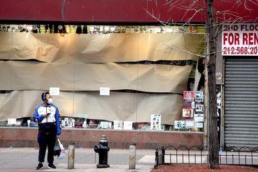Macy's dará permiso a la mayoría de los trabajadores mientras las tiendas permanecen cerradas durante la pandemia