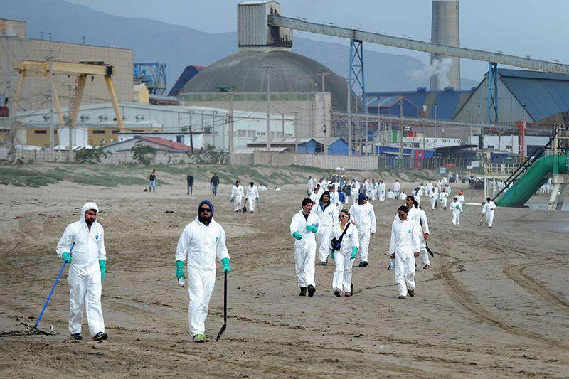Playa contaminada en Ventanas