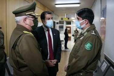 """""""No vamos a descansar hasta encontrarlos y que paguen por lo que hicieron"""": Ministro Delgado y general Yáñez visitaron a carabinero baleado en La Granja"""