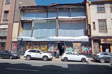 "Informe advierte ""alto riesgo de derrumbe"" de ex Bar Inglés de Valparaíso"