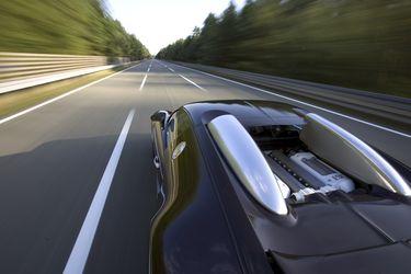 ¿Sabes cuáles son los autos que andan a más de 400 km/h?: la histórica lucha entre Bugatti y Koenigsegg por ser el más veloz