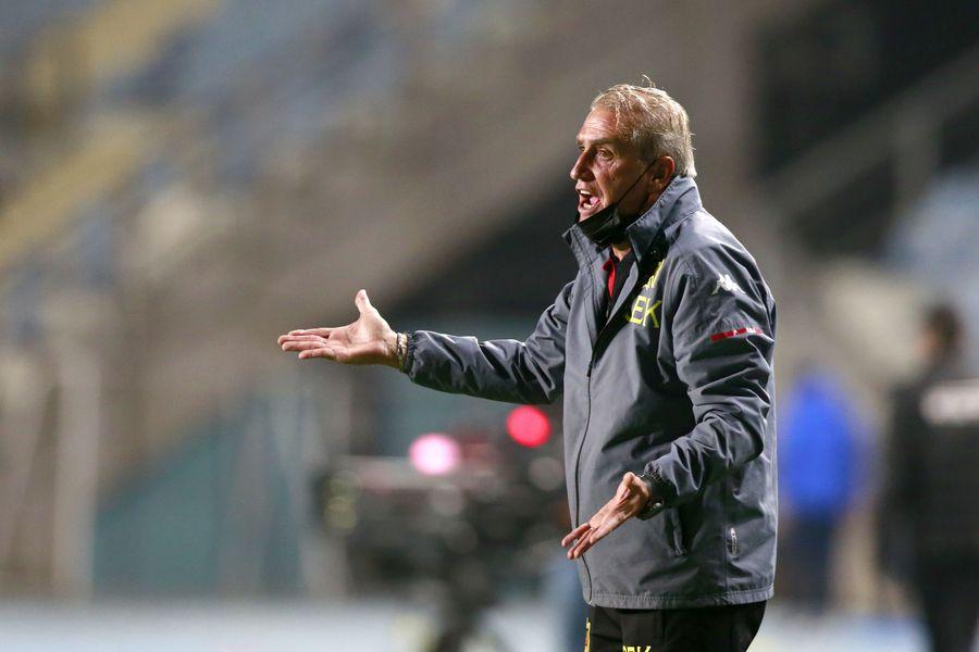 Jorge Pellicer no puede contar con Benjamín Galdames por diferencias entre el jugador y la dirigencia de Unión Española por su contrato.