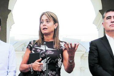 Invierno de recriminaciones inunda a Chile Vamos y La Moneda