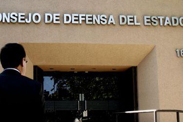 """""""Inaceptable"""" y """"superficial"""": CDE responde a millonaria demanda de Clínica Las Condes"""