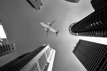 """Experto de Harvard: """"El riesgo de infección por volar es 3.570 veces menor que el promedio del riesgo nacional de infección por vivir en Chile"""""""