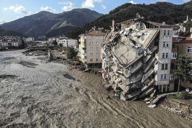 Número de muertos por inundaciones en Turquía sube a 27