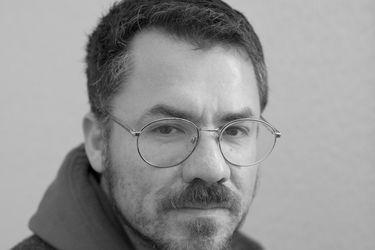 """Cristóbal Gaete, escritor chileno: """"Valparaíso es un lugar vivo, que hace convivir épocas"""""""