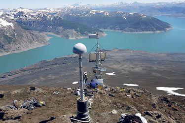 Instalan 12 nuevos hitos de monitoreo para volcanes