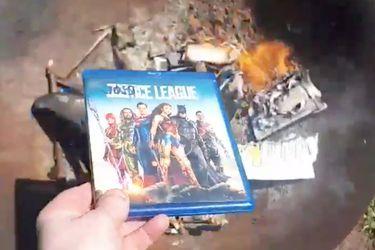 Algunos fanáticos están destruyendo sus Blu-Rays de Justice League tras el anuncio del Snyder Cut