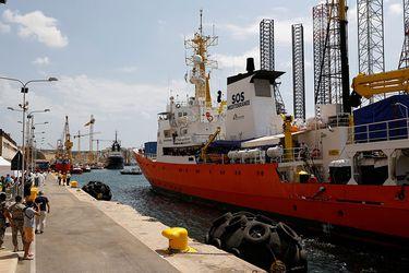 """El """"Aquarius"""" llega a Malta para desembarcar a los 141 migrantes rescatados"""