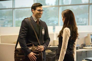 Clark conoce a Lois y conversa con el General Lane en los nuevos clips de Superman & Lois