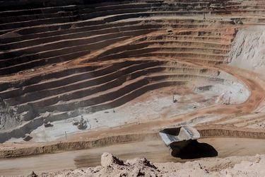 Ministra de  Minería visitan División Ministro Hales en el dia internacional del trabajador