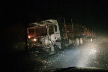 Nuevo ataque incendiario deja cinco camiones y una grúa destruidas en Curanilahue